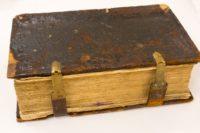 Острожская Библия, 1581 г. Материал: бумага, дерево, кожа, металл, чернила, карандаш; Техника: печать типографская, переплет, тиснение, рукопись